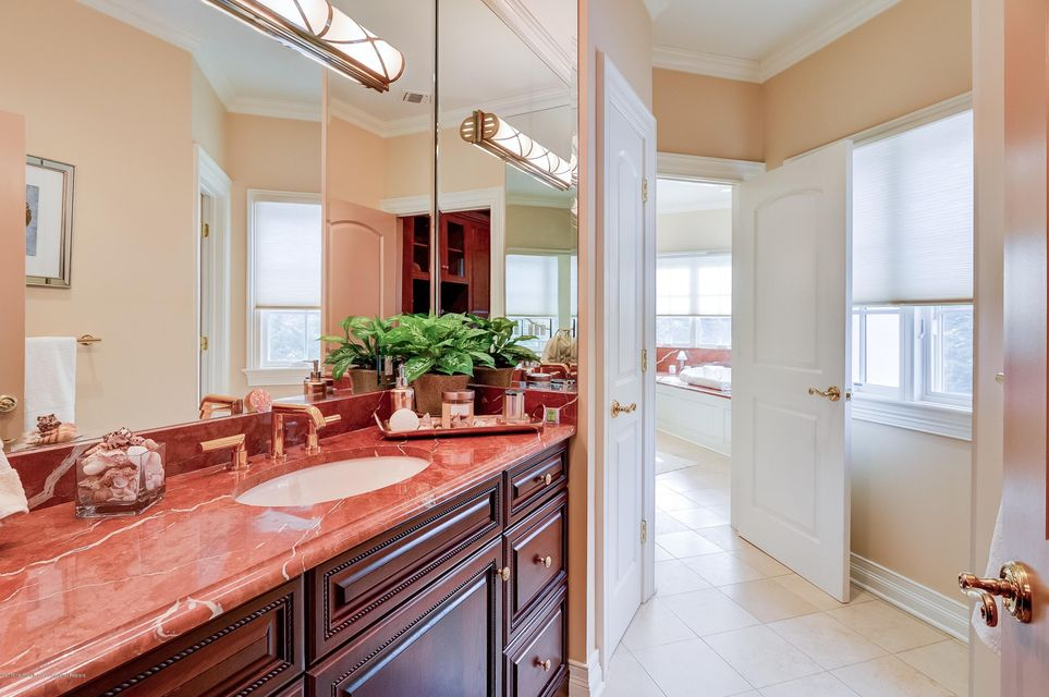 033_Master Bathroom