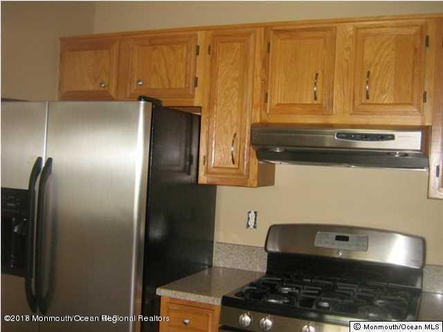 Appartement en copropriété pour l à louer à 433 Winterberry Court 433 Winterberry Court Howell, New Jersey 07731 États-Unis