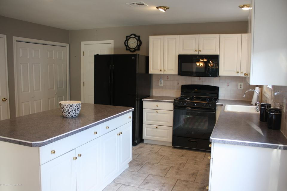Additional photo for property listing at 7 Wedgeport Drive 7 Wedgeport Drive Toms River, Nueva Jersey 08757 Estados Unidos