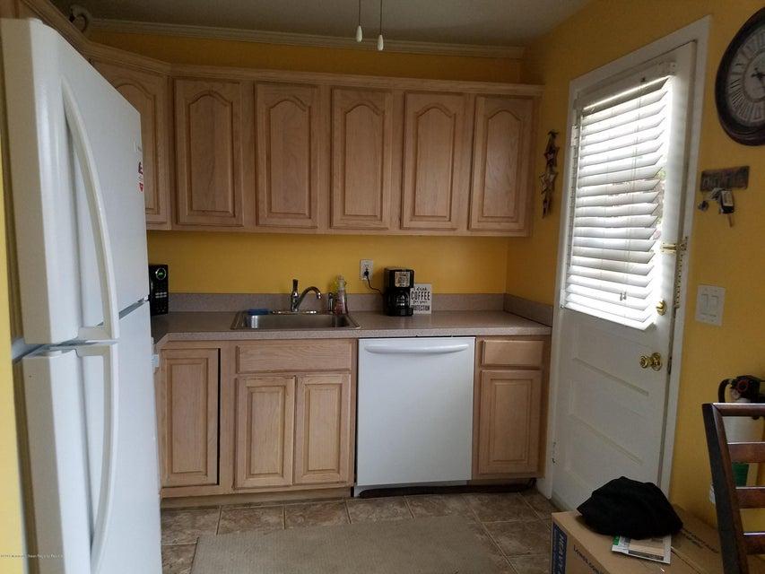 Cooperativa por un Alquiler en 3a Myrtle Avenue 3a Myrtle Avenue Eatontown, Nueva Jersey 07724 Estados Unidos