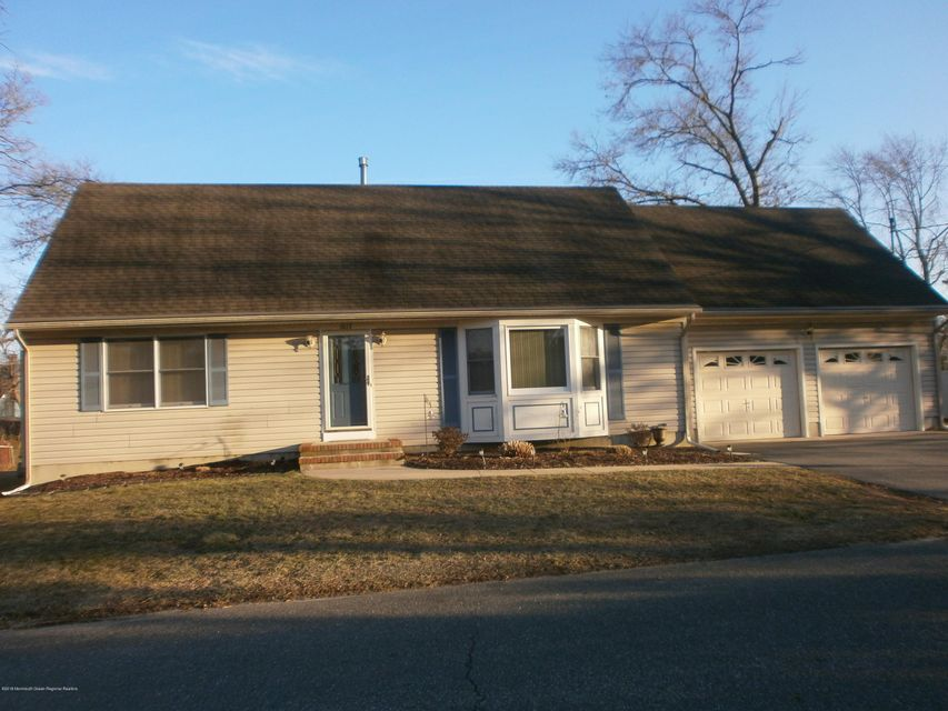 Single Family Home for Rent at 1017 Tiller Avenue 1017 Tiller Avenue Beachwood, New Jersey 08722 United States
