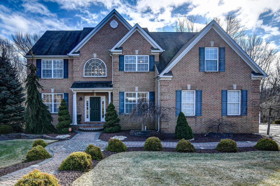 17 Summerfield Dr Monroe-large-002-3-Fro