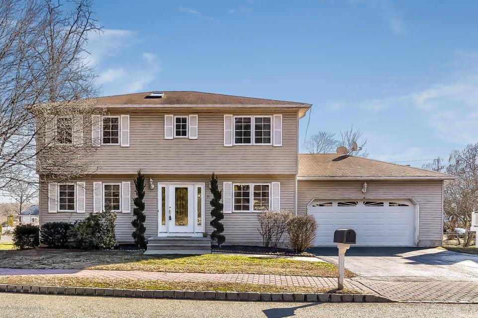 一戸建て のために 売買 アット 2 Beech Court 2 Beech Court East Brunswick Township, ニュージャージー 08816 アメリカ合衆国