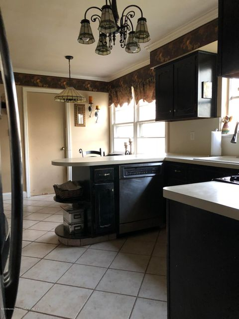 Additional photo for property listing at 100 Sargent Road 100 Sargent Road Freehold, New Jersey 07728 Stati Uniti