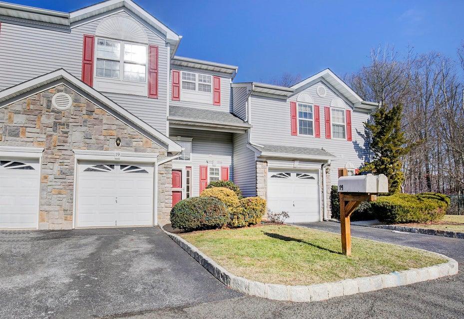 Casa para uma família para Venda às 19 Harbor Bay Circle 19 Harbor Bay Circle Laurence Harbor, Nova Jersey 08879 Estados Unidos
