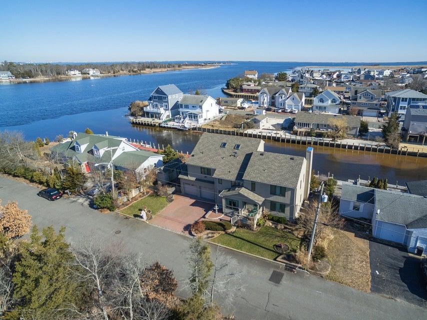 Maison unifamiliale pour l Vente à 827 Oxgoose Drive 827 Oxgoose Drive Lanoka Harbor, New Jersey 08734 États-Unis
