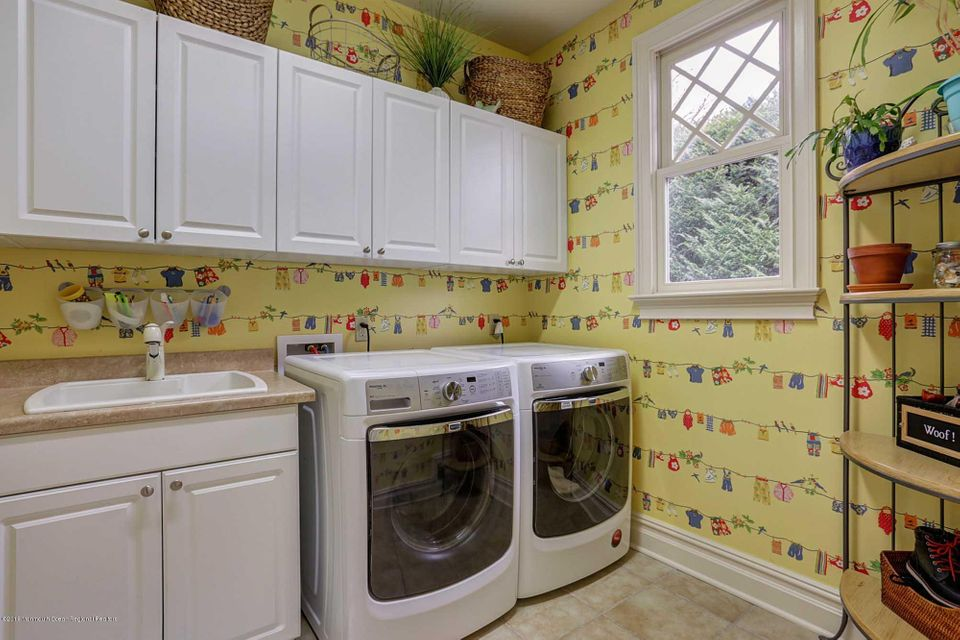 Laundry Rm with sink
