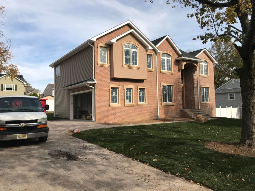 Casa para uma família para Venda às 135 Haase Avenue 135 Haase Avenue Paramus, Nova Jersey 07652 Estados Unidos