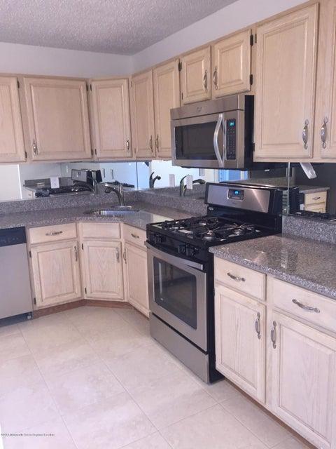 Condominio por un Alquiler en 79 Arlington Court 79 Arlington Court Holmdel, Nueva Jersey 07733 Estados Unidos