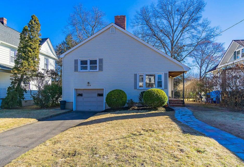 Частный односемейный дом для того Продажа на 125 Dunellen Avenue 125 Dunellen Avenue Dunellen, Нью-Джерси 08812 Соединенные Штаты
