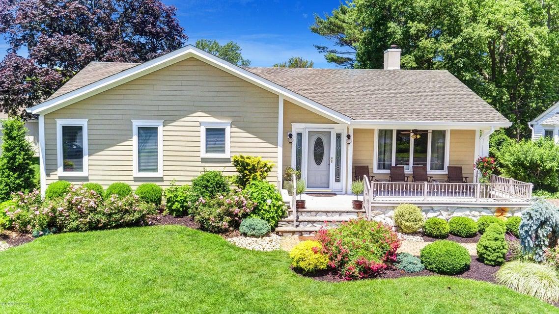 独户住宅 为 销售 在 612 North Boulevard 612 North Boulevard 科摩湖, 新泽西州 07719 美国