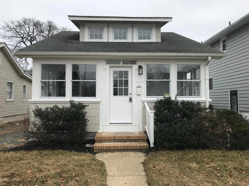 独户住宅 为 销售 在 1810 Bradley Terrace 1810 Bradley Terrace 科摩湖, 新泽西州 07719 美国