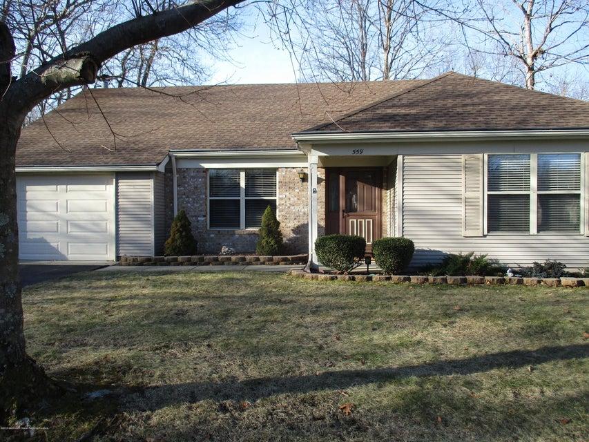 Casa Unifamiliar por un Alquiler en 559 Petunia Lane 559 Petunia Lane Whiting, Nueva Jersey 08759 Estados Unidos
