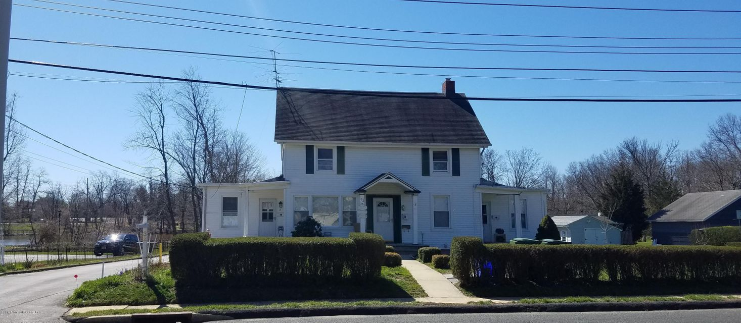 Maison multifamiliale pour l Vente à 32 Tinton Avenue 32 Tinton Avenue Eatontown, New Jersey 07724 États-Unis