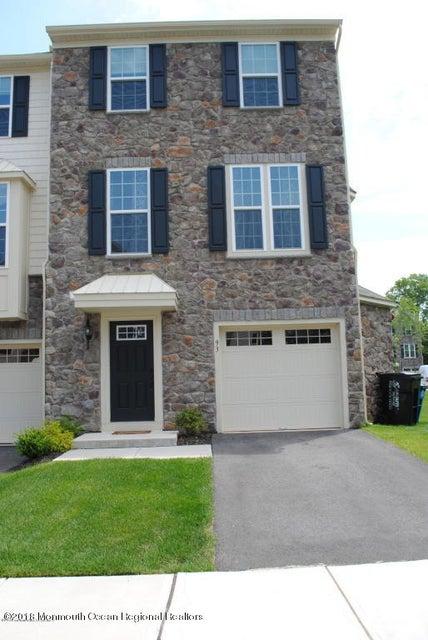 Nhà ở một gia đình vì Bán tại 93 Phillip E. Frank Way 93 Phillip E. Frank Way Aberdeen, New Jersey 07747 Hoa Kỳ