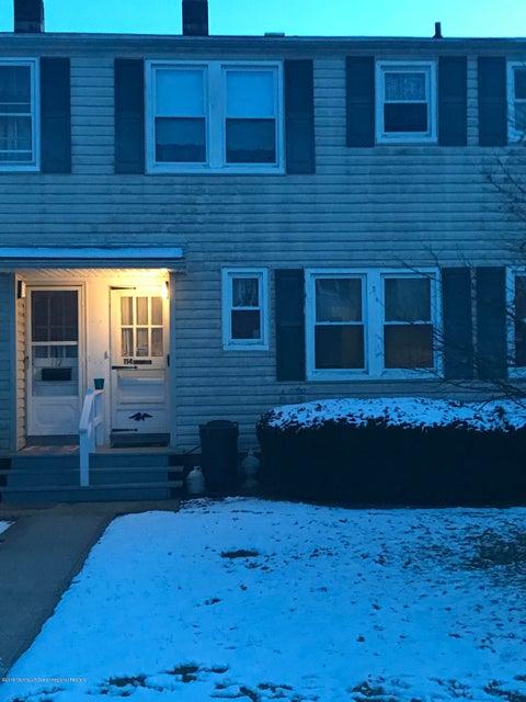Maison unifamiliale pour l Vente à 114 Barker Avenue 114 Barker Avenue Shrewsbury Township, New Jersey 07724 États-Unis