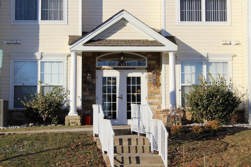 共管式独立产权公寓 为 出租 在 615 Saint Andrews Place 615 Saint Andrews Place 纳拉潘市, 新泽西州 07726 美国