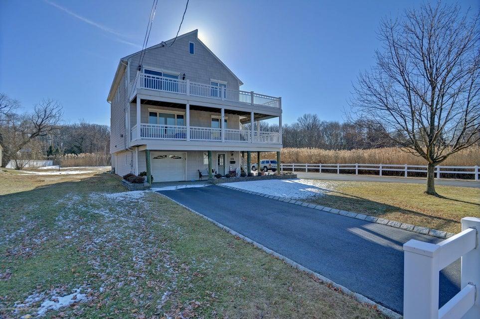Maison unifamiliale pour l Vente à 58 Burlington Avenue 58 Burlington Avenue Middletown, New Jersey 07748 États-Unis