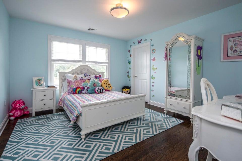 20_32_Bedroom