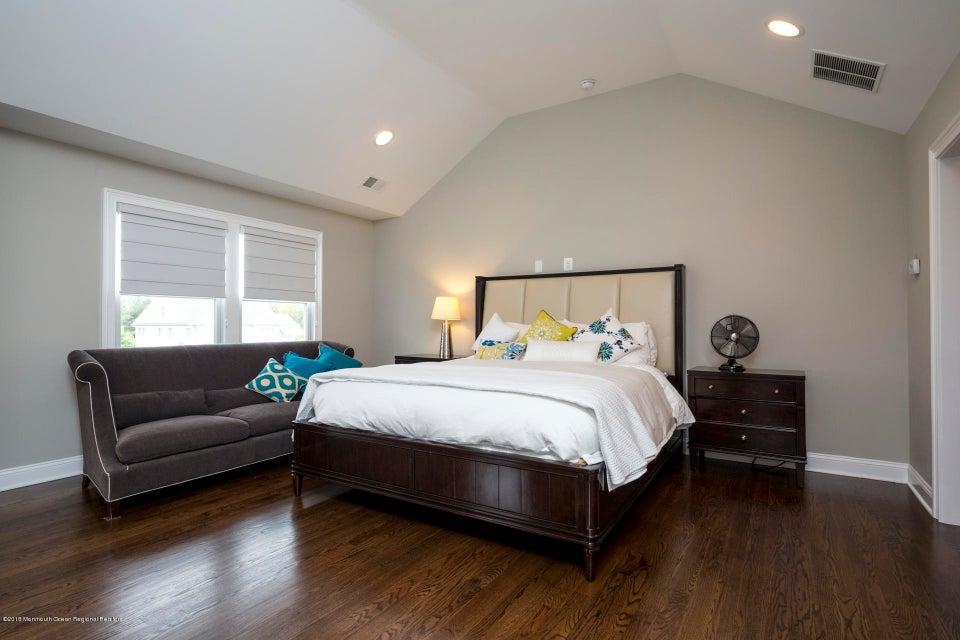 23_32_Master Bedroom