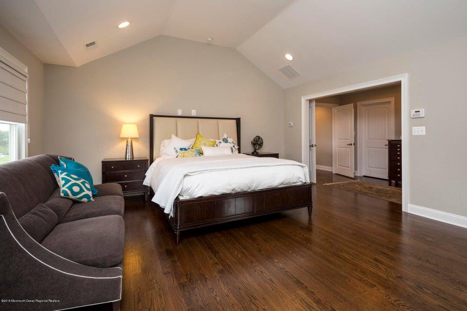 24_32_Master Bedroom-2