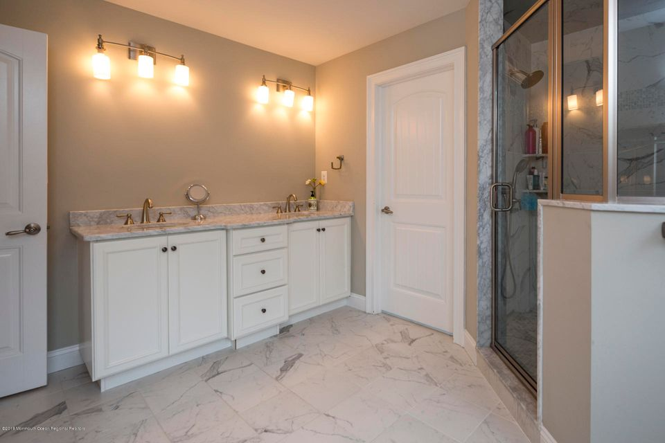 25_32_Bathroom-2