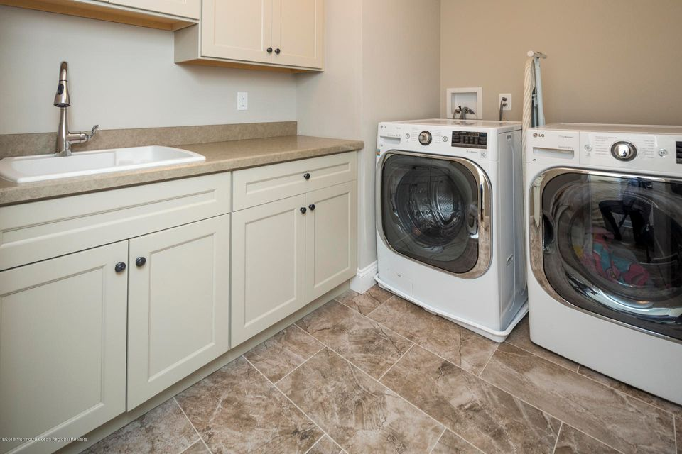 28_32_Laundry Room