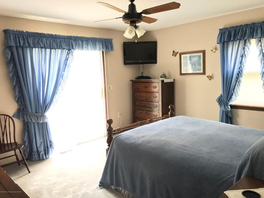 Additional photo for property listing at 731 Railroad Avenue 731 Railroad Avenue Lanoka Harbor, Nueva Jersey 08734 Estados Unidos