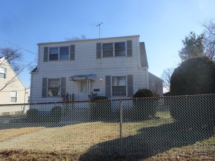 Casa para uma família para Venda às 553 Prospect Avenue 553 Prospect Avenue Laurence Harbor, Nova Jersey 08879 Estados Unidos