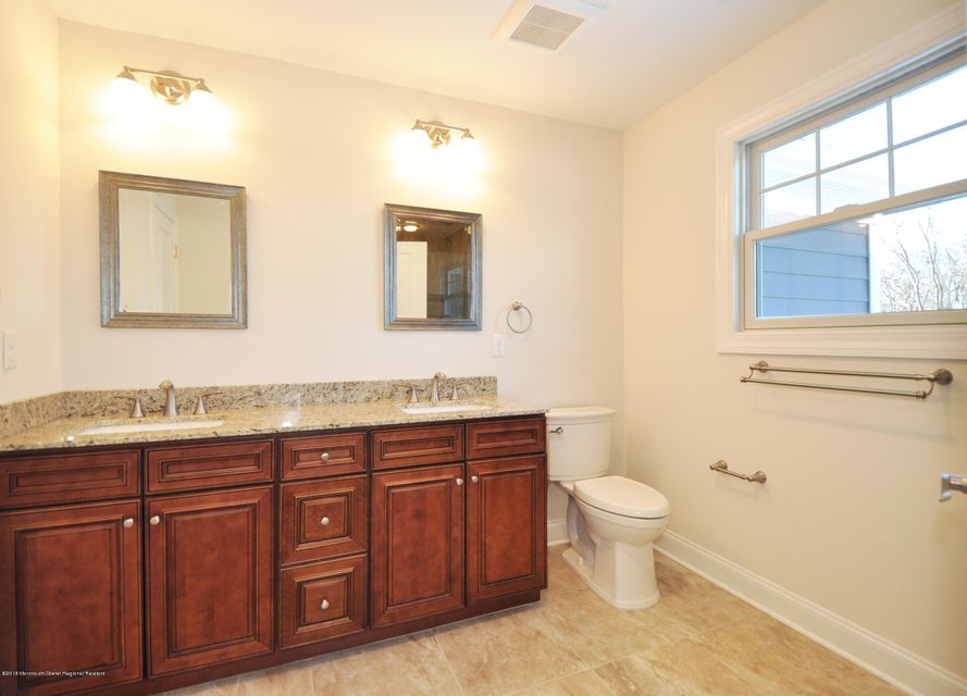 19GoldCourtMasterBathrom1