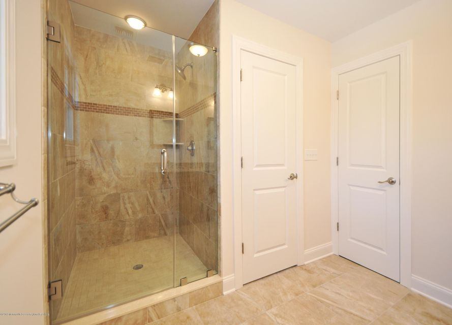 20GoldCourtMasterBathrom2