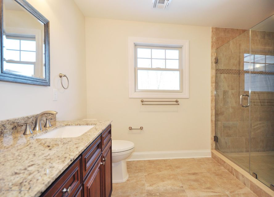 21GoldCourtMasterBathrom3
