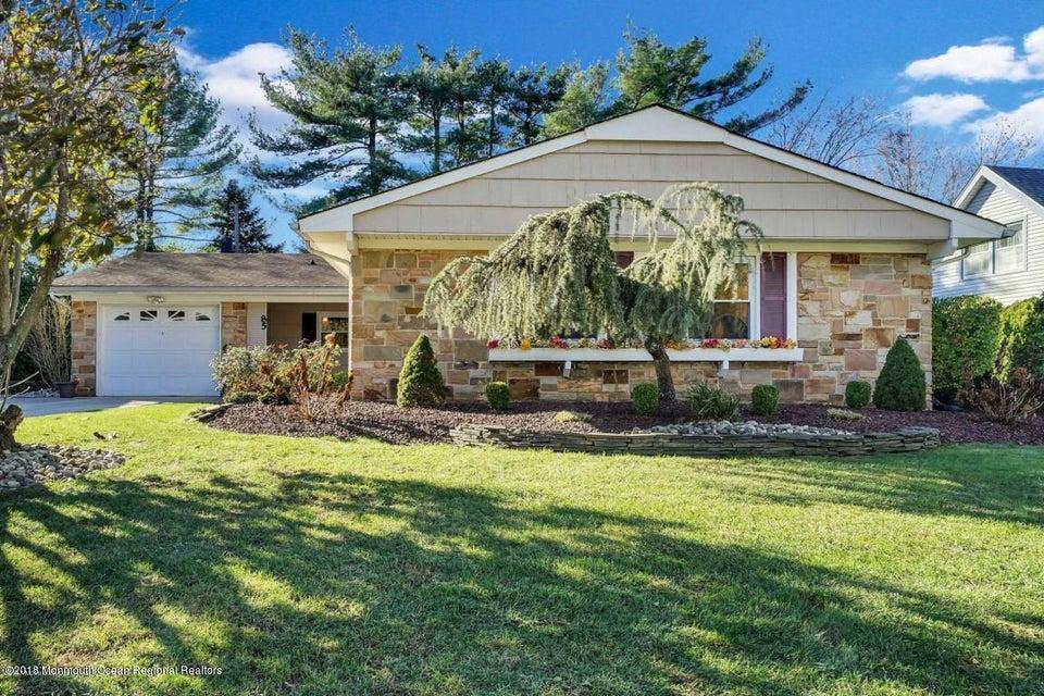 Maison unifamiliale pour l Vente à 85 Andover Lane 85 Andover Lane Aberdeen, New Jersey 07747 États-Unis