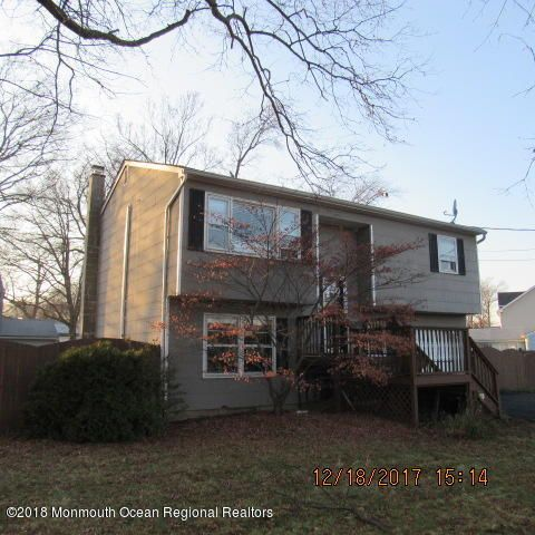 Maison unifamiliale pour l Vente à 42 Oregon Avenue 42 Oregon Avenue North Middletown, New Jersey 07748 États-Unis
