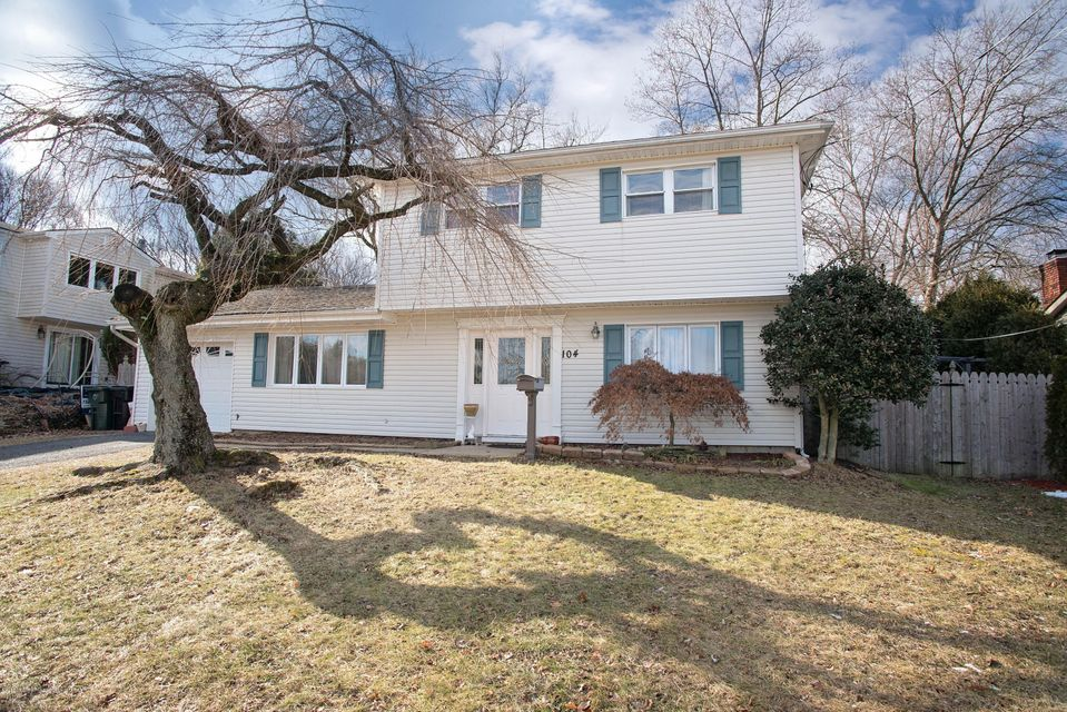Single Family Home for Sale at 104 Cresci Boulevard 104 Cresci Boulevard Hazlet, New Jersey 07730 United States