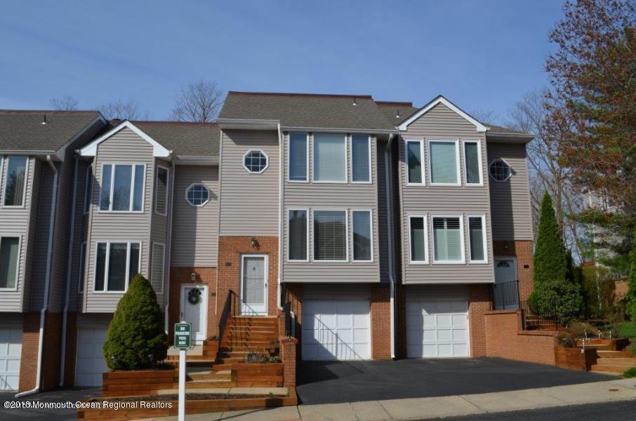 Condominio por un Alquiler en 28 Ambassador Drive 28 Ambassador Drive Red Bank, Nueva Jersey 07701 Estados Unidos