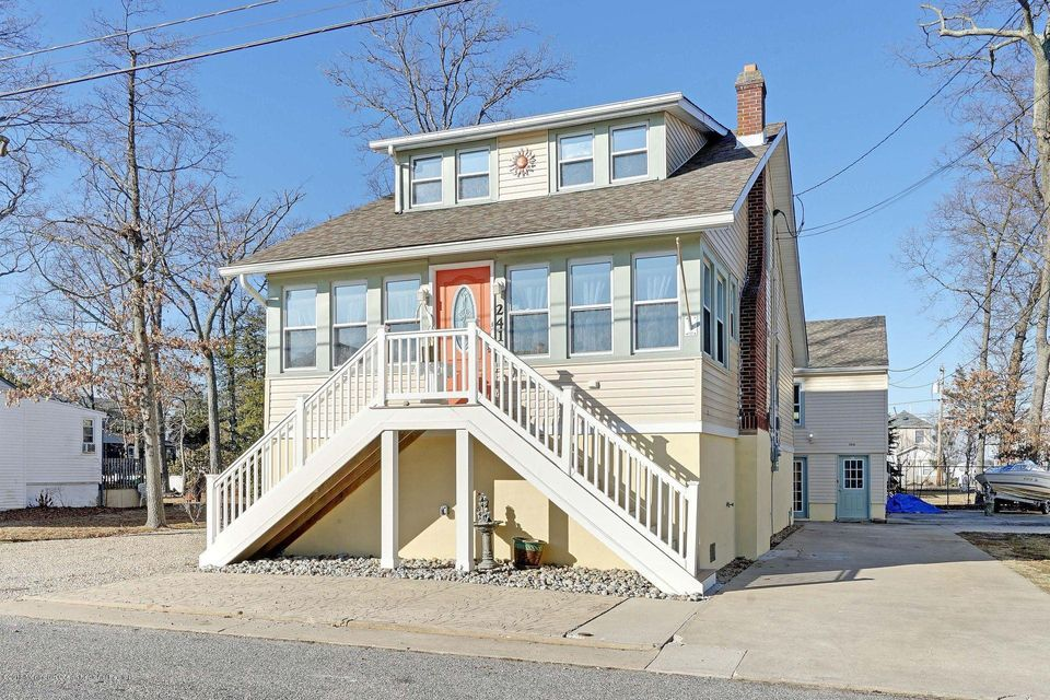 Maison unifamiliale pour l Vente à 241 Lakewood Avenue 241 Lakewood Avenue Ocean Gate, New Jersey 08740 États-Unis