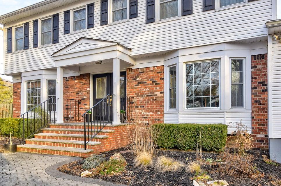 Villa per Vendita alle ore 1 Truman Drive 1 Truman Drive Marlboro, New Jersey 07746 Stati Uniti