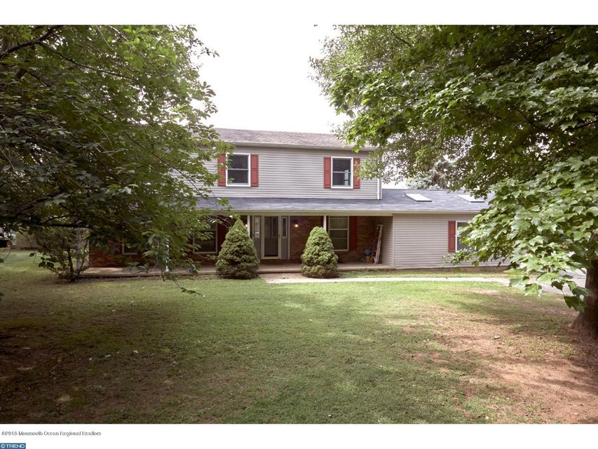 Single Family Home for Sale at 82 Sykesville Road 82 Sykesville Road Chesterfield, New Jersey 08515 United States