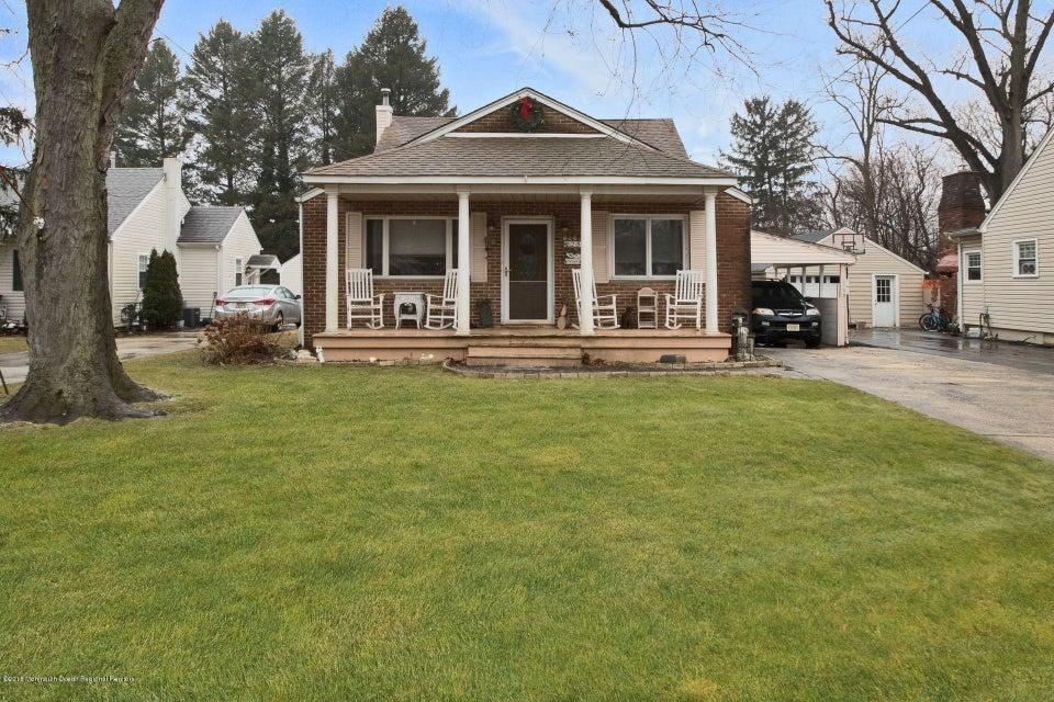 Casa Unifamiliar por un Venta en 25 Weaverville Road 25 Weaverville Road Freehold, Nueva Jersey 07728 Estados Unidos