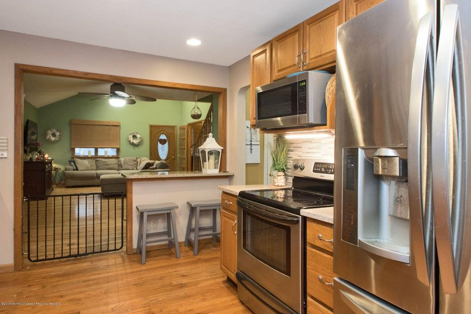 Additional photo for property listing at 25 Weaverville Road 25 Weaverville Road Freehold, Nueva Jersey 07728 Estados Unidos