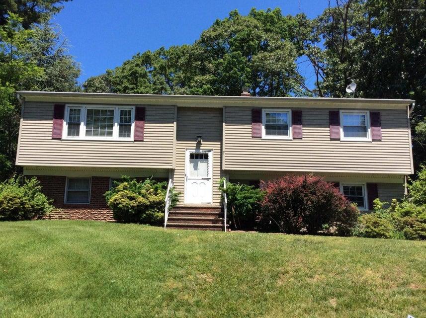 Einfamilienhaus für Mieten beim 7 Corey Drive 7 Corey Drive Oakhurst, New Jersey 07755 Vereinigte Staaten
