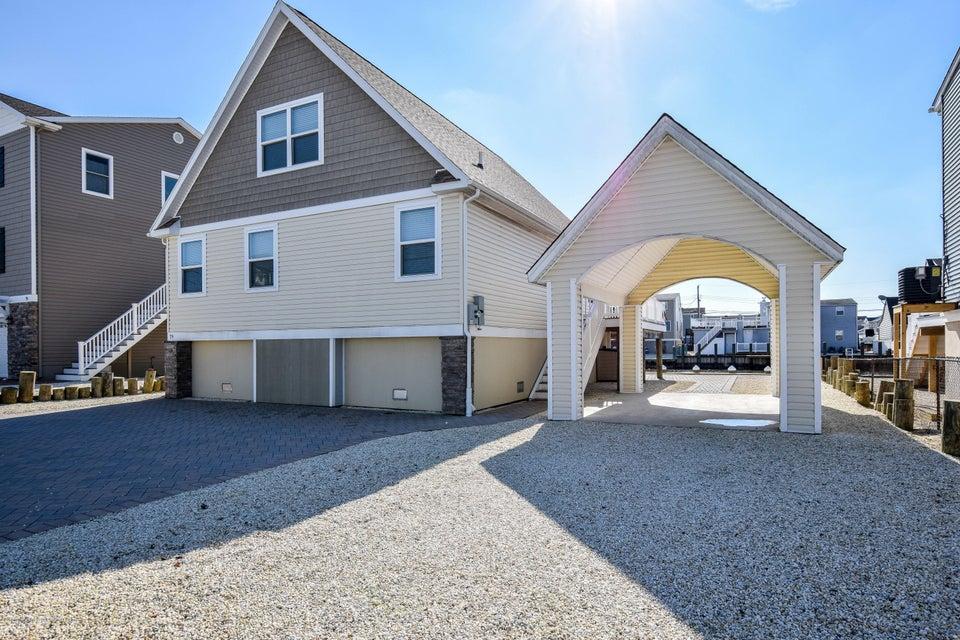 Maison unifamiliale pour l Vente à 79 Morris Boulevard 79 Morris Boulevard Beach Haven West, New Jersey 08050 États-Unis