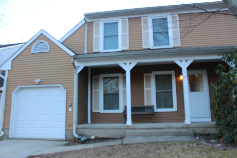 一戸建て のために 売買 アット 18 Buttonwood Drive 18 Buttonwood Drive East Brunswick Township, ニュージャージー 08816 アメリカ合衆国