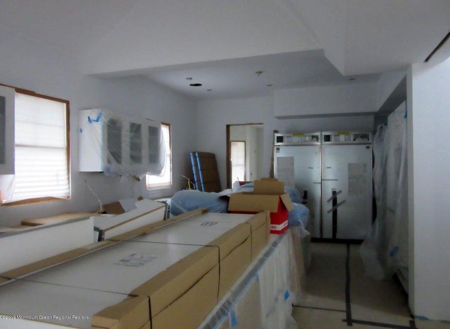 104 Allen kitchen
