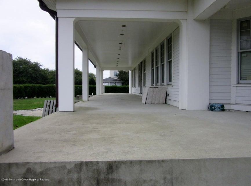 104 Allen patio