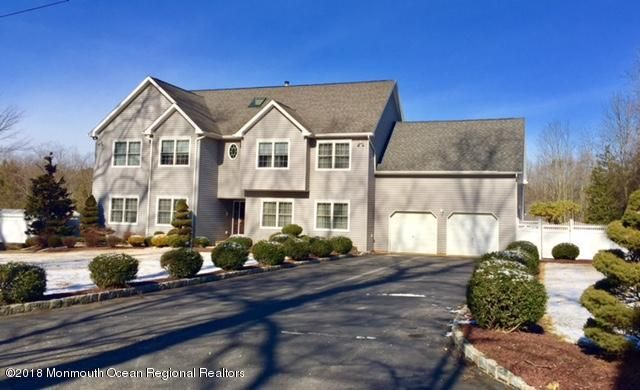 Villa per Vendita alle ore 82 Van Tines Lane 82 Van Tines Lane Old Bridge, New Jersey 08857 Stati Uniti