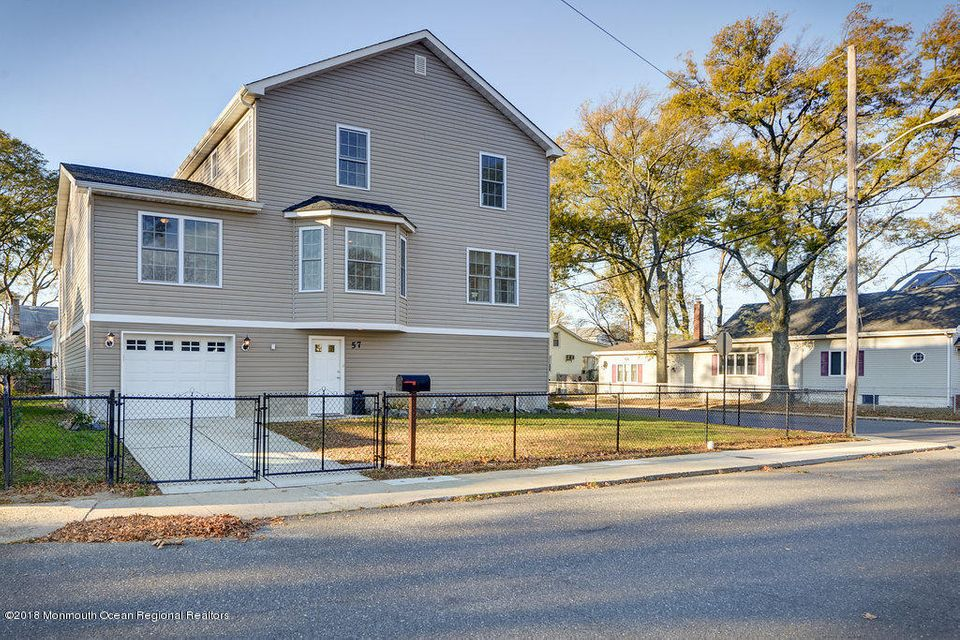 独户住宅 为 销售 在 57 Lawrence Avenue 57 Lawrence Avenue 肯斯堡市, 新泽西州 07734 美国