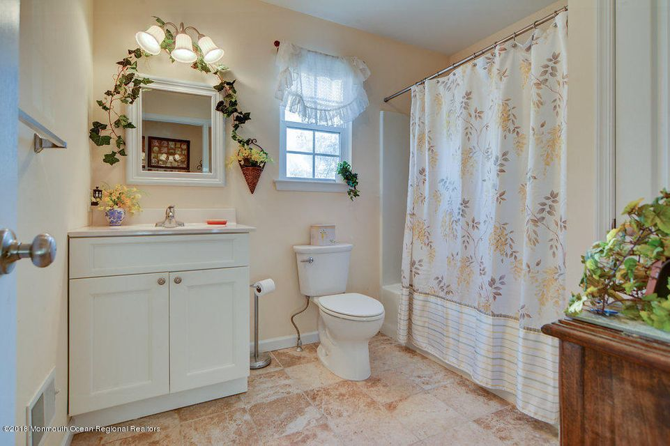 Bath- 1st Floor Master Suite