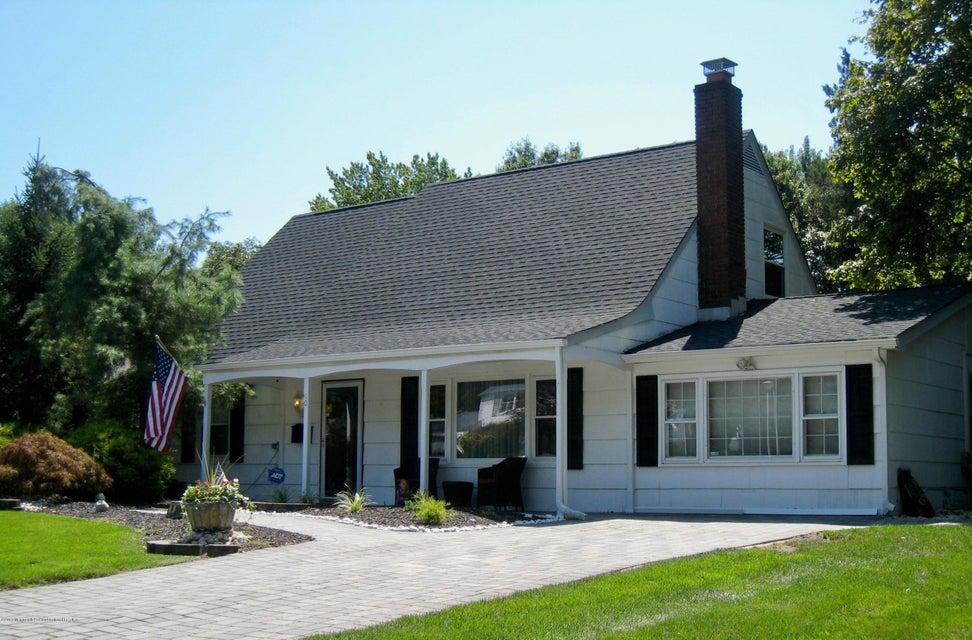 Nhà ở một gia đình vì Bán tại 10 Winter Place 10 Winter Place Aberdeen, New Jersey 07747 Hoa Kỳ